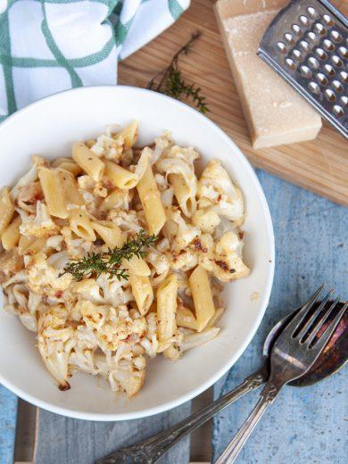 pasta carbonara met geroosterde bloemkool